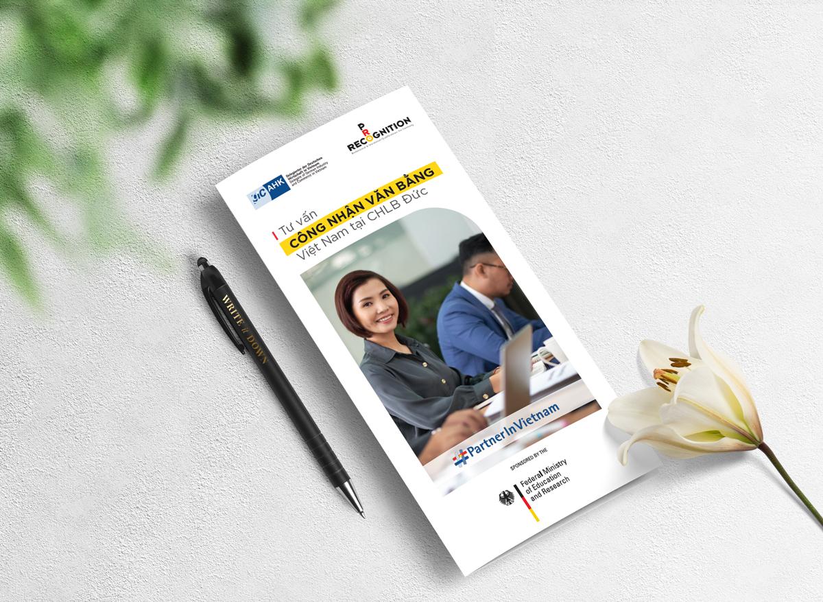 AHK_thiet_ke_brochure_chuyen_nghiep_gia_tot_1,22
